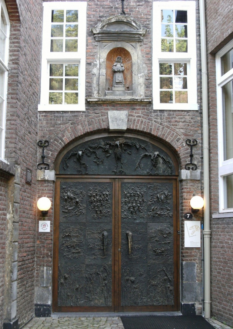 1920px-Entrance_to_Natuur_Historisch_Museum.jpeg